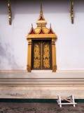 Золотое окно на Wat Si Saket стоковая фотография