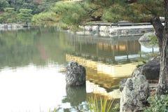 Золотое отражение павильона Стоковое Изображение