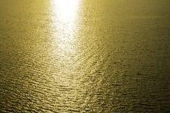 Золотое отражение солнечного света Стоковые Фотографии RF
