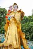 Золотое поклонение Guanyin стоковое изображение