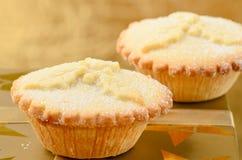 2 золотое семенят пироги, традиционную помадку рождества Стоковые Фотографии RF