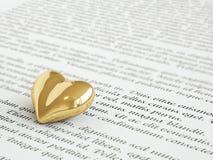 Золотое сердце на пригласительном письме Стоковое фото RF