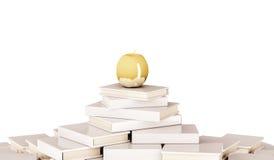 Золотое яблоко на куче книги, изолированной на белой предпосылке, представленное 3d Стоковые Изображения