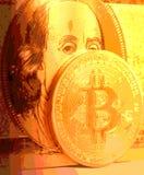 Золотое bitcoin с u S Доллар Стоковые Изображения RF
