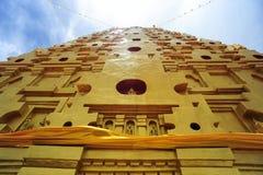 Золотое Bodh Gaya в Sangkhlaburi Стоковые Фотографии RF