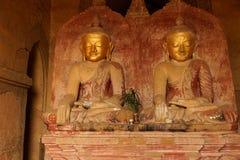 Золотое Buddhas в положении Bhumiparsa Mudra стоковое изображение