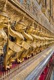 Золотое Garuda Wat Phra Kaew на Бангкоке стоковая фотография rf