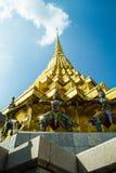 Золотое Stupa в Wat Phra Kaew Стоковое фото RF
