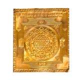 Золотое yantra на белизне изготовлено стоковые фотографии rf