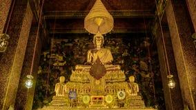 Золотой Будда в зале, виске Wat Phra Chetupon Vimolmangklararm Wat Pho, Таиланде Стоковая Фотография RF