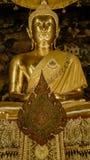 Золотой Будда в зале, виске Wat Phra Chetupon Vimolmangklararm Wat Pho, Таиланде Стоковые Фотографии RF