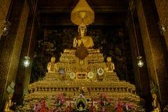 Золотой Будда в зале, виске Wat Phra Chetupon Vimolmangklararm Wat Pho, Таиланде Стоковое фото RF