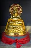 Золотой Будда на на виске святыни кантона китайском Стоковое Изображение