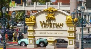 Золотой венецианский знак на входе гостиницы - ЛАС-ВЕГАС - НЕВАДА - 22-ое апреля 2017 Стоковые Изображения RF