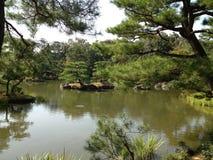 Золотой висок в Киото, парке стоковая фотография
