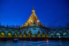 Золотой висок Mahamuni Будды стоковые изображения