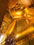Золотой возлежа Будда в Wat Pho Стоковые Изображения RF