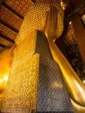 Золотой возлежа Будда в Wat Pho Стоковая Фотография RF