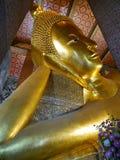 Золотой возлежа Будда на Wat Pho Стоковое фото RF