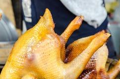 Золотой зажаренный в духовке цыпленк цыпленок Стоковое Изображение