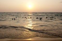 Золотой заход солнца океана стоковая фотография