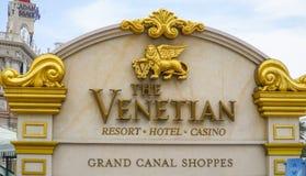 Золотой знак входа венецианской гостиницы Лас-Вегас - ЛАС-ВЕГАС - НЕВАДЫ - 23-ье апреля 2017 Стоковая Фотография
