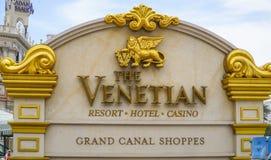 Золотой знак входа венецианской гостиницы Лас-Вегас - ЛАС-ВЕГАС - НЕВАДЫ - 23-ье апреля 2017 Стоковые Фото