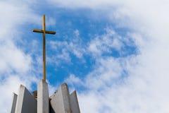Золотой крест к левой стороне Стоковые Изображения