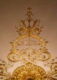 Золотой орнамент на потолке Стоковые Фото
