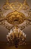 Золотой орнамент на потолке Стоковое Изображение