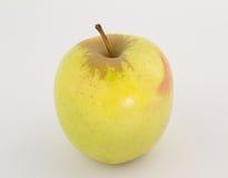 Золотой - очень вкусное яблоко с краснеет изолированный на белизне Стоковое фото RF