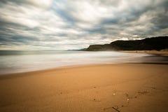 Золотой песок и moving облака Стоковое фото RF