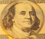 Золотой портрет Бенджамина Франклина на запрете 100 долларов Стоковое Изображение RF