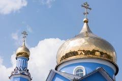 Золотой приданный куполообразную форму монастырь Стоковые Фото