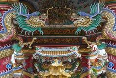 Золотой дракон в китайском виске Стоковое фото RF