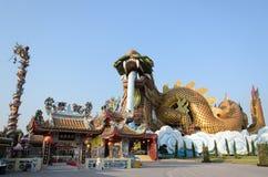 Золотой дракон на Suphanburi, Таиланде Стоковое Фото