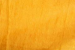 Золотой скомканный крупный план текстуры ткани Стоковые Изображения RF