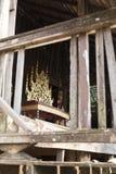 золотой традиционный тайский стул скульптуры Стоковое фото RF