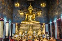 Золотой усаживая Будда Стоковые Фото