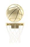Золотой шарик баскетбола над изолированным обручем Стоковые Фото