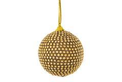 Золотой шарик рождества, изолированный на белизне стоковое изображение