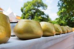 Золотой шар милостынь на Wat Phra Pathom Chedi Стоковое Изображение RF