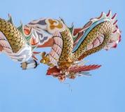 Золотой штендер древесины обруча дракона Стоковое фото RF