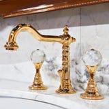 Золотой faucet водопроводного крана Стоковые Изображения RF