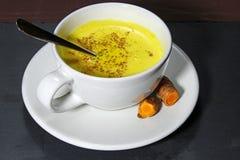 Золотой Latte молока или турмерина Стоковая Фотография