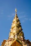 Золото башенкы на голубом небе Стоковое Изображение RF