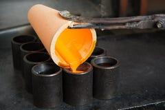 Золото выплавкой на фабрике стоковые изображения rf