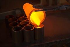 Золото выплавкой на фабрике стоковые фотографии rf