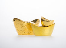 Золото или китайские символы середины золотого ингота богатства и процветания стоковые фото