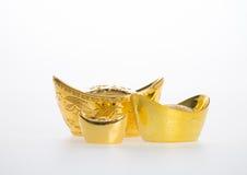 Золото или китайские символы середины золотого ингота богатства и процветания Стоковые Изображения